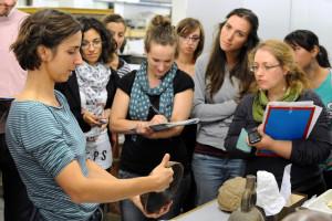 I wikipediani in residenza e gli archeologi durante una visita.